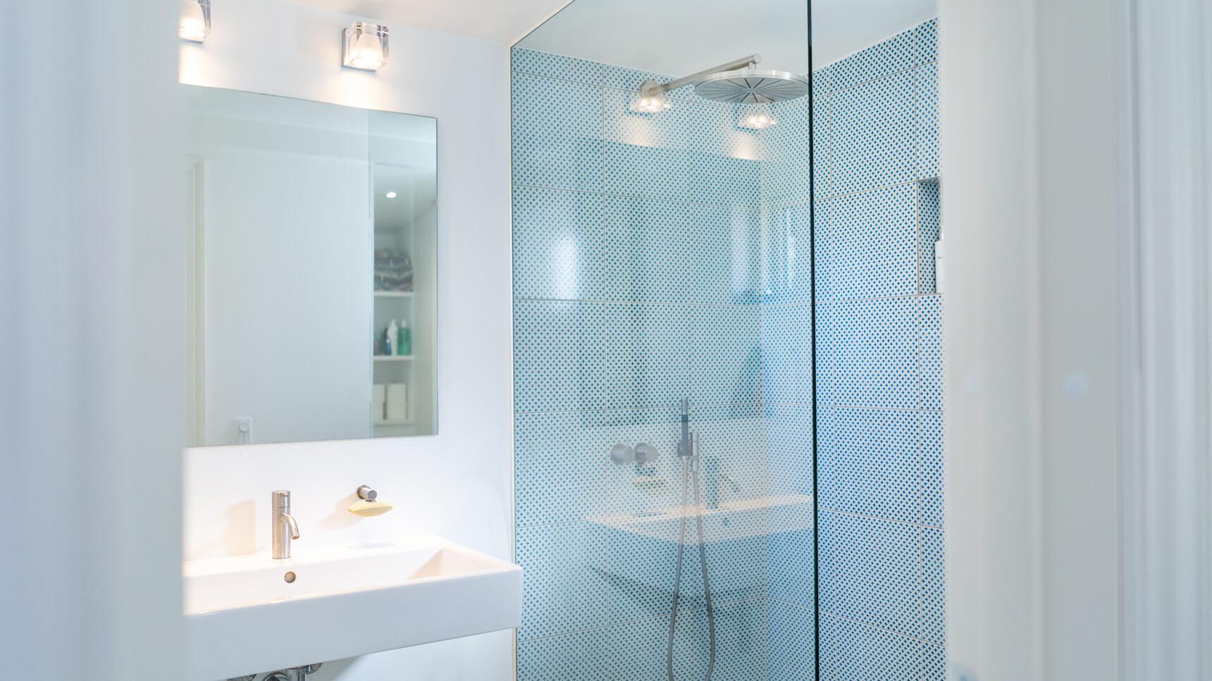 Eksklusivt badeværelse totalrenoveret af STE
